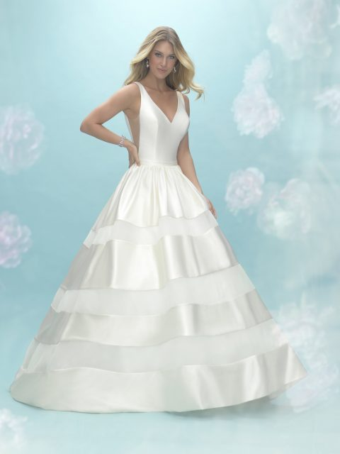 Very Chic and a little playful allure 9462